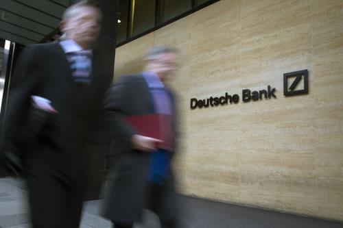 Ngân hàng Deutsche Bank cắt giảm hàng nghìn lao động. Ảnh: zoltobiala