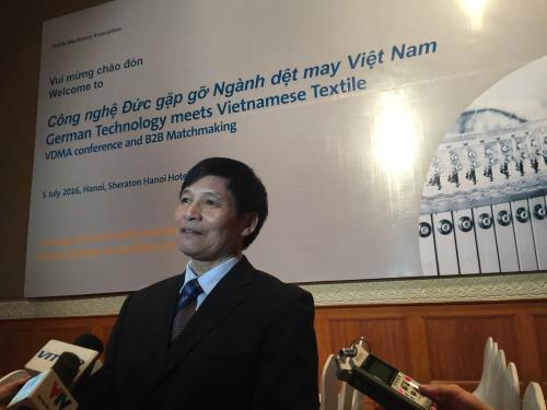 Ông Trương Văn Cẩm Phó chủ tịch, Tổng thư ký Hiệp hội dệt may Việt Nam tại hội nghị. Ảnh: Hằng Trần/BNEWS/TTXVN