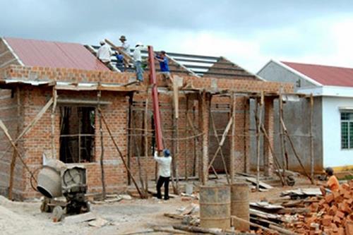 Phòng Kinh tế - Hạ tầng huyện Phù Yên tổ chức tuyên truyền Nghị quyết số 63 của Chính phủ về thực hiện chính sách hỗ trợ nhà ở đối với người có công cách mạng