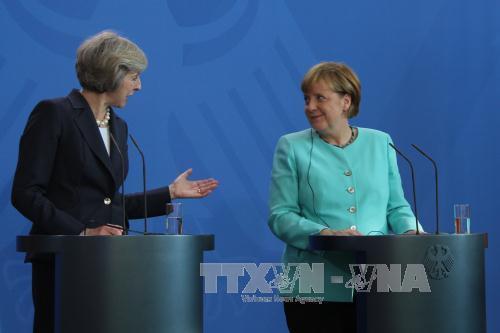 Thủ tướng Đức Angela Merkel và Thủ tướng Anh Theresa May tại cuộc họp báo. Ảnh: Trần Mạnh Hùng-TTXVN