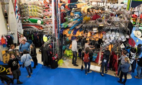 Người tiêu dùng Đức mua sắm tại Hamburg ngày 29/10. Ảnh: EPA