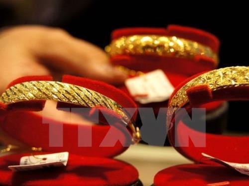 Giá vàng giao ngay chạm mức thấp nhất trong 2 tuần trên thị trường thế giới