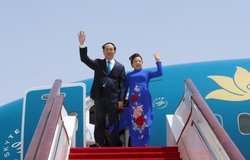 Chủ tịch nước Trần Đại Quang và Phu nhân Nguyễn Thị Hiền tại sân bay Quốc tế Bắc Kinh. Ảnh: Nhan Sáng-TTXVN