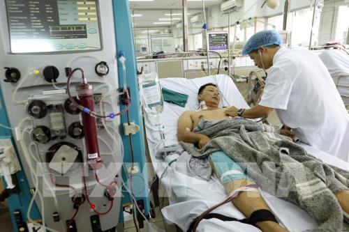 Đưa hơn 100 bệnh nhân đang chạy thận từ Bệnh viện Đa khoa Hòa Bình về Hà Nội