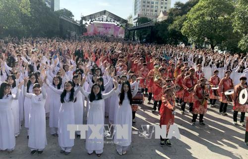 Học sinh các trường trung học phổ thông trên địa bàn thành phố tham gia đồng diễn. Ảnh: Quang Nhựt - TTXVN