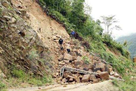 Cần gần 1.000 tỷ đồng để sửa đường hỏng do mưa lũ