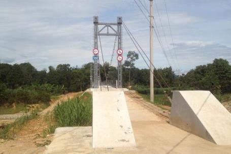 Cầu treo Khe Tây chưa hiệu quả vì thiếu đường dẫn