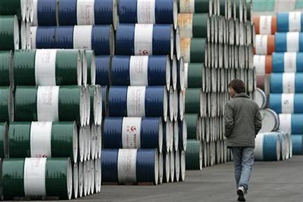Giá dầu châu Á biến động trái chiều khi lo ngại về nguồn cung tái hiện