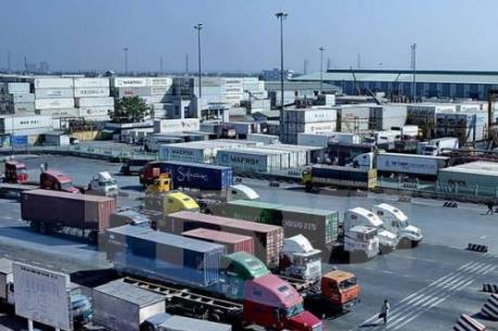 Bát nháo tình trạng san tải, dồn hàng quanh cảng Cát Lái