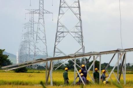 Thiếu điện lưới, người dân oằn mình trả tiền điện câu