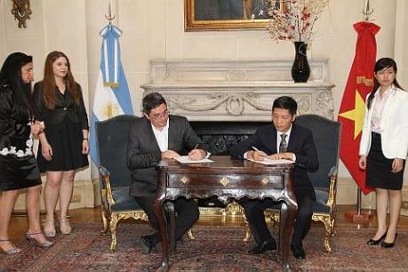 Việt Nam đề nghị Argentina cấp phép nhập khẩu cho thanh long