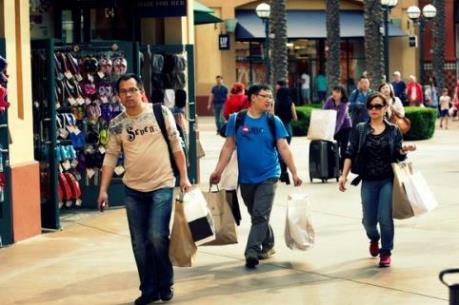 """Kinh tế khó khăn, du khách Trung Quốc vẫn """"chịu chơi"""""""