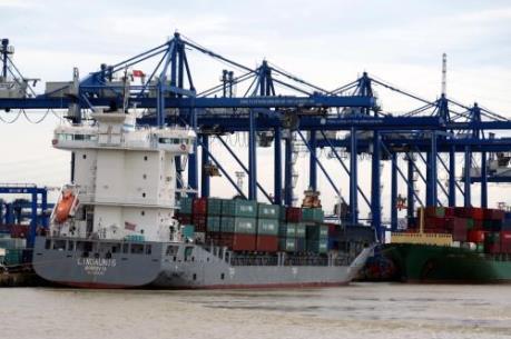 Có thể cấp phép cho thuê tàu trần vào Việt Nam