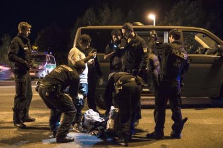 Đức nối lại kiểm soát người di cư ở biên giới với Áo