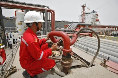 Giá dầu ngọt nhẹ New York tiếp tục giảm nhẹ