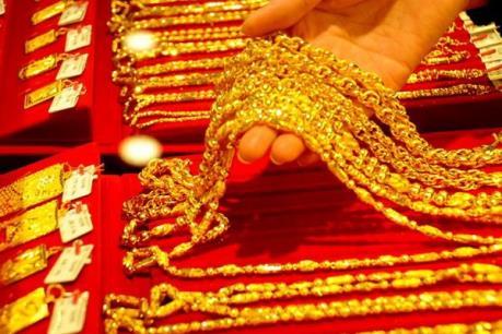 Giá vàng tăng nhẹ trái chiều với giá đô la Mỹ