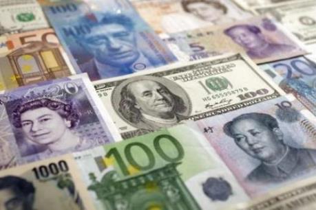 Trong hai tháng, đồng ruble mất giá hơn 20% so với USD