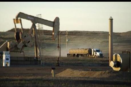 Thị trường vẫn ảm đạm dù giá dầu thế giới tăng nhẹ