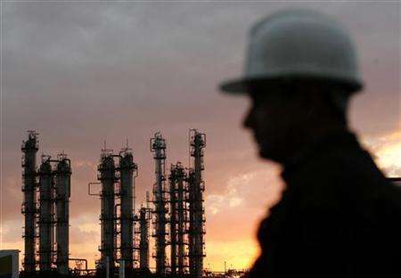 Giá dầu đi lên do Mỹ giảm sản lượng khai thác