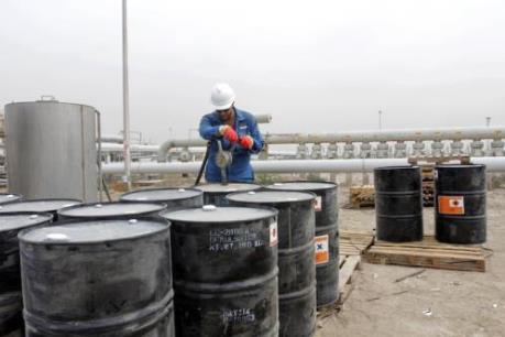 """Giá dầu lại """"lùi bước"""" trên thị trường châu Á"""