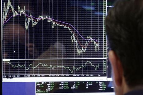 Dòng tiền vẫn đứng ngoài, VN-Index giảm nhẹ
