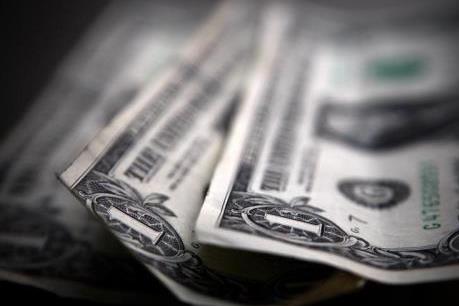 """USD giữ giá trong lúc giới đầu tư """"ngóng"""" báo cáo việc làm của Mỹ"""