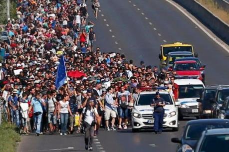 Người di cư tuần hành tại Paris đòi mở cửa biên giới