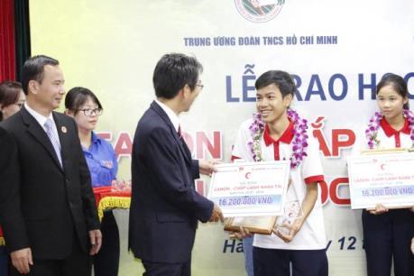 Canon trao học bổng cho học sinh, sinh viên xuất sắc