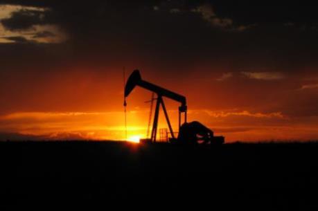 Tình trạng bán tháo chốt lời đẩy giá dầu thế giới giảm mạnh