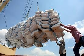 Xuất khẩu gạo đối mặt với thách thức trong - ngoài