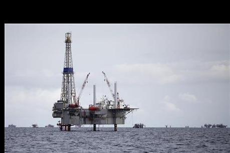 Giá dầu tăng trở lại do các hoạt động săn hàng giá rẻ