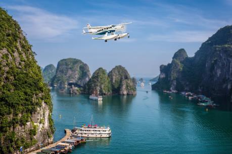 Ngắm vịnh Hạ Long trên thủy phi cơ