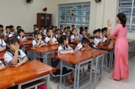 """Đình chỉ công tác Hiệu trưởng trường tiểu học để học sinh """"ngồi nhầm lớp"""""""