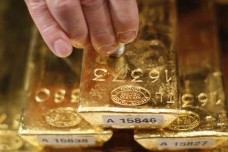 Giá vàng giảm trước sức ép của đồng USD mạnh