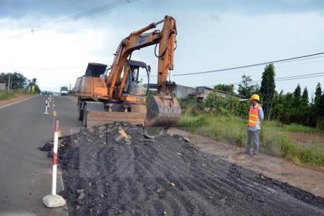 Mặt đường Quốc lộ 14 bị rạn nứt là do nền địa chất yếu