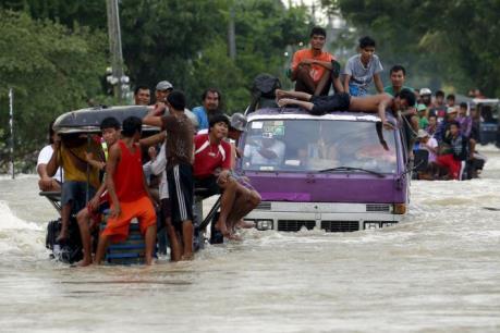 Philippines họp khẩn về nhập khẩu gạo vì bão Koppu
