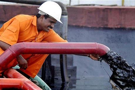 Iran mời gọi Nga đến với dầu mỏ Caspi