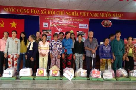 Trà thảo mộc Dr. Thanh trao hơn 500 phần quà tại Kiên Giang