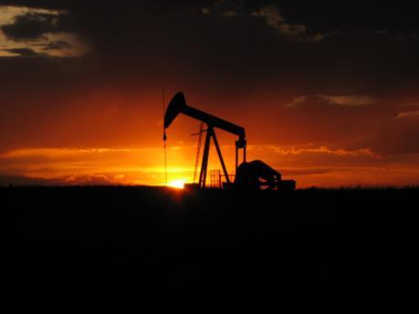 Mối lo dư cung đè nặng lên thị trường năng lượng