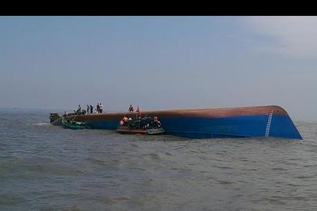 Đã cứu sống được một thuyền viên trong vụ chìm tàu trên sông Soài Rạp