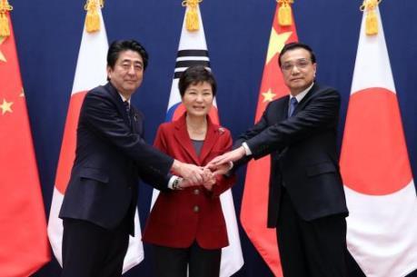 """Cuộc gặp """"phá băng"""" của ba nhà lãnh đạo Nhật - Trung - Hàn"""