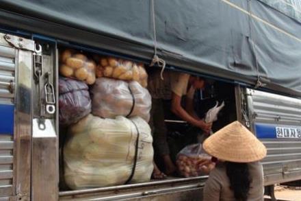 """Tiểu thương cam kết không nhập khoai tây """"ngoại"""" về chợ nông sản Đà Lạt"""