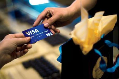 """Thương vụ sáp nhập đình đám giữa hai """"đại gia"""" phát hành thẻ tín dụng"""