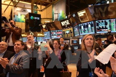 Nhóm cổ phiếu ngành dầu khí chi phối Phố Wall