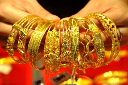 Giá vàng châu Á cách không xa mức thấp nhất của bốn tuần
