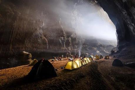 Thêm 500 khách chinh phục thành công hang động lớn nhất thế giới Sơn Đoòng