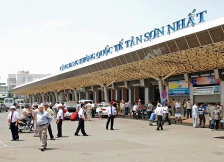 Ngăn chặn vụ vận chuyển trái phép 90.000 USD vào Việt Nam