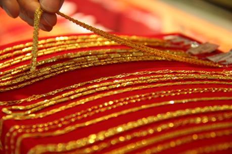 Giá vàng châu Á ở gần mức thấp nhất trong tám tuần