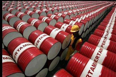 IEA: Tình trạng dư cung dầu sẽ giảm trong năm 2016