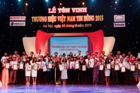 """100 thương hiệu được vinh danh Giải """"Tin và Dùng Việt Nam 2015"""""""